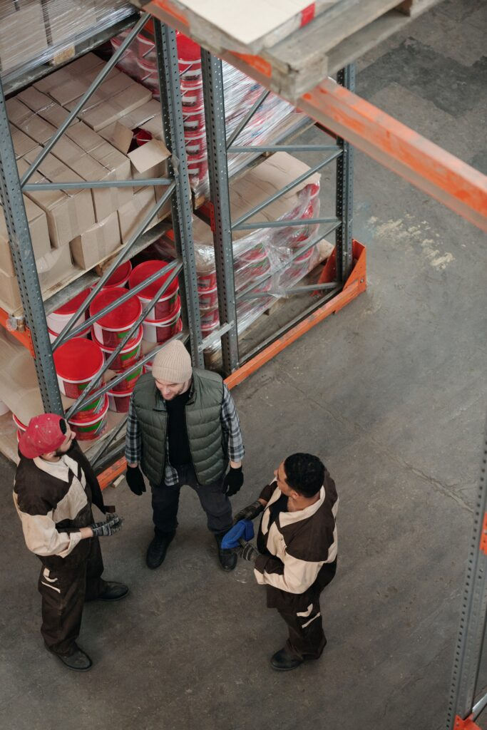 Med en bra truckutbildning i bagaget och ett truckkort i handen är det lätt att få jobb som truckförare.